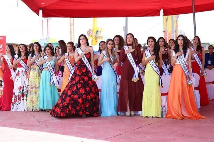 La visita de las reinas de belleza nacionales e internacionales es uno de los atractivos tradicionales de Xelafer. (Foto Prensa Libre: María José Longo)