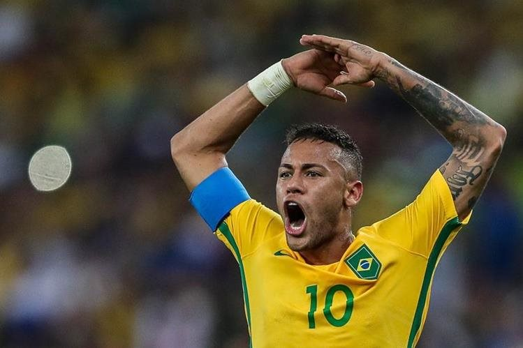 Neymar celebra eufórico la anotación que marcó en el tiempo reglamentario para Brasil, en la final del futbol olímpico contra Alemania, en el estadio Maracaná (Foto Prensa Libre: AP)