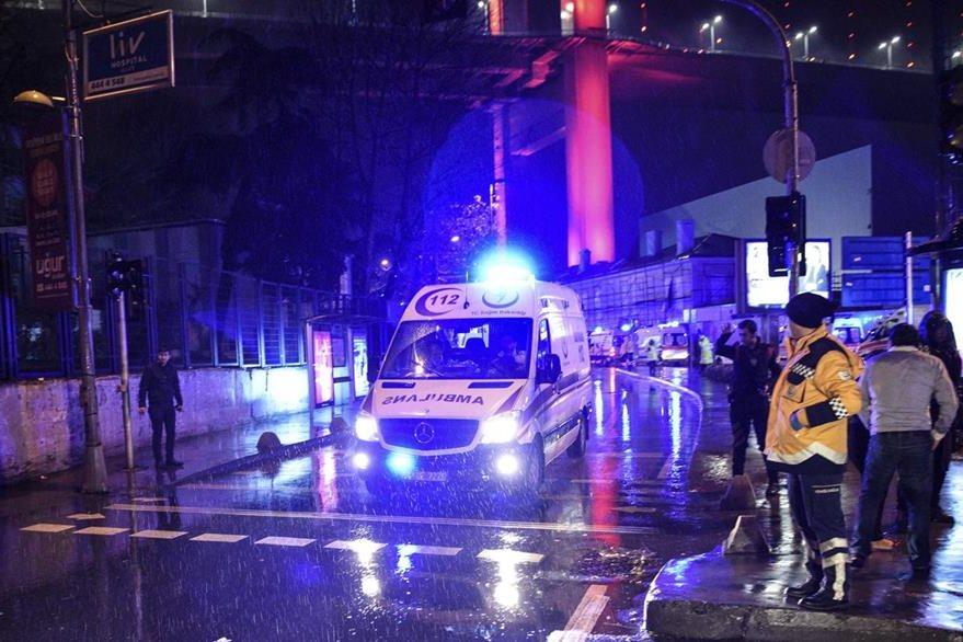 Servicios de emergencia atienden a personas heridas a causa del atentado. (Foto Prensa Libre: AP)