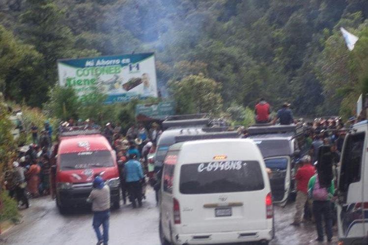 Uno de los puntos bloqueados por pobladores en Chajul, Quiché. (Foto Prensa Libre: Óscar Figueroa)