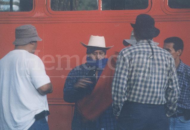 Dirigentes del partido FRG con capuchas coordinaron las acciones de las turbas durante el Jueves Negro.  (Foto: Hemeroteca PL)