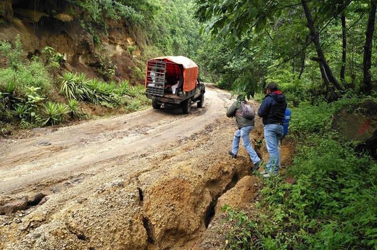 Según vecinos los asaltos son constantes en la ruta.(Prensa Libre:Ángel Julajuj)