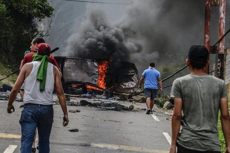 Los disturbios siguen en las calles venezolanas. (Foto Prensa Libre: AFP)