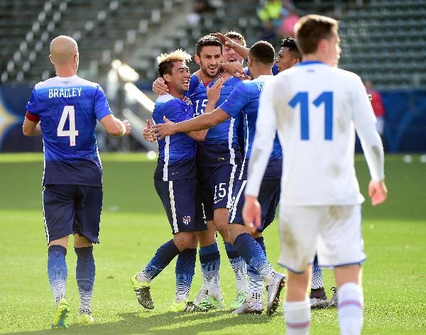 Steve Birnbaum #15 celebra el gol del triunfo de Estados Unidos contra Islandia. (Foto Prensa Libre: AFP)