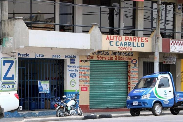 Fachada del negocio saqueado en Xela, donde desconocidos robaron Q16 mil en mercadería y dinero. (Foto Prensa Libre: Carlos Ventura)