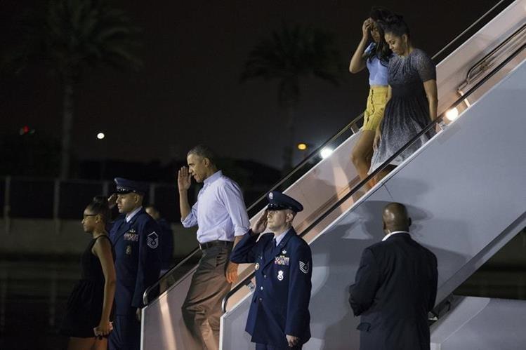 Obama y su familia vacacionan en Hawai desde este sábado. (Foto Prensa Libre: AP).
