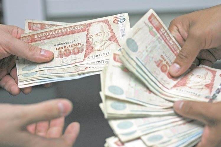 El panorama político de este año podría incidir en la economía nacional, señala la agencia Fitch Ratings. (Foto Prensa Libre: Hemeroteca PL).