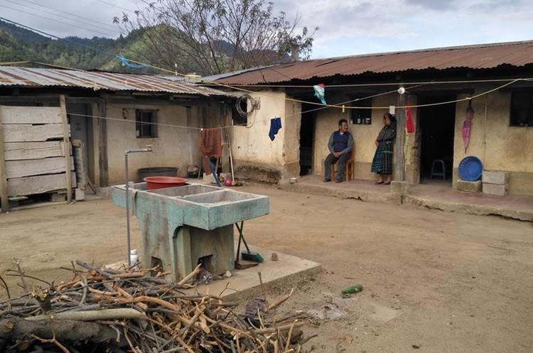 La vivienda de los padres de Adolfo Churunel se halla en la comunidad los Churuneles, Chuacruz. (Foto Prensa Libre: Ángel Julajuj)