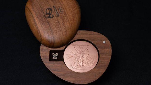 Las medallas vienen en una caja de madera producida de forma sostenible. (Río 2016)