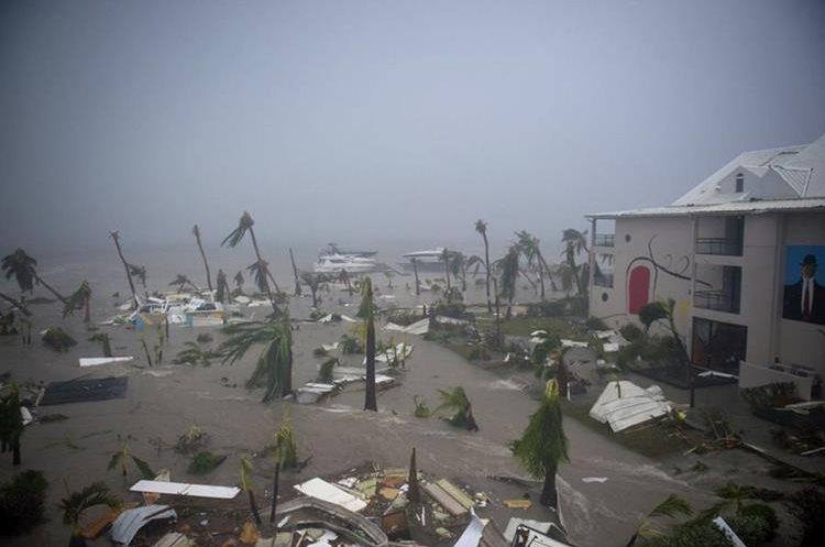 Así quedó el Hotel Mercure en Marigot, cerca de la bahía de Ortiga, sobre la colectividad francesa de San Martín, durante el paso del huracán Irma.