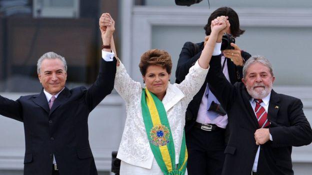 Michel Temer (i) era el vicepresidente de Rousseff, pero votó a favor del juicio político. La presidenta suspendida ha mantenido el apoyo de Lula Da Silva (d). (GETTY IMAGES).