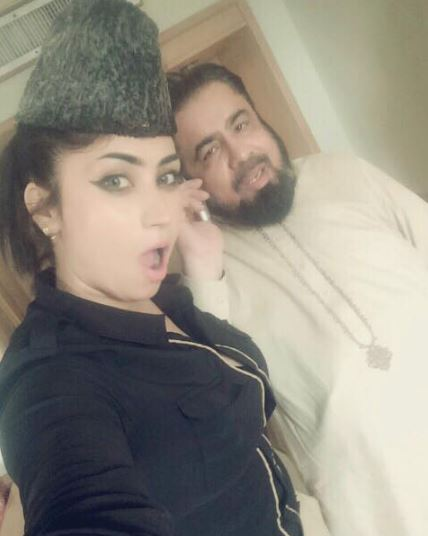 La polémica fotografía con un clérigo pakistaní.