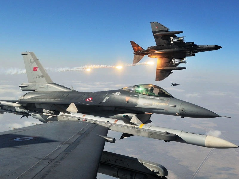 Aviones turcos. En un principio de había informado de un taque de la Fuerza Aérea a buques de Turquía, sin embargo la información fue desmentida. (Foto Prensa Libre: AFP).