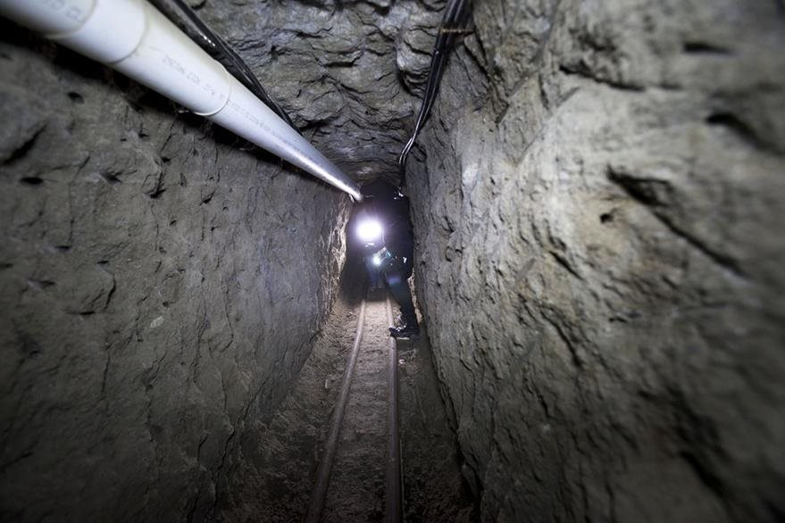 El túnel por donde escapó el narcotráficante en julio pasado era de 1.5 kilómetros de extensión. (Foto Prensa Libre: AP).