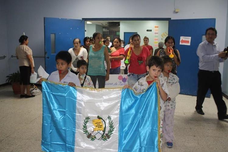Unidad de pediatría del Hospital San Juan de Dios, celebran fiestas patrias. (Foto Prensa Libre: Hospital San Juan de Dios)