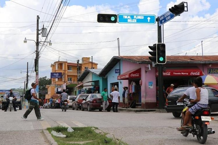 Policía municipal accionó accidentalmente su arma y mató a nieto de la exdiputada Rosenda Pérez. (Foto Prensa Libre: Rigoberto Escobar)