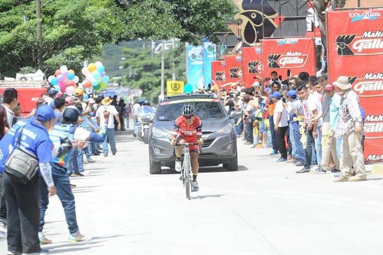 Alfredo Ajpacajá pedaleó más rápido que todos y logró un triunfo emotivo en Jutiapa. (Foto Prensa Libre: Francisco Sánchez)