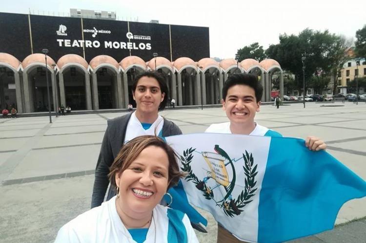 Carlos Ovando, Claudia María Alonzo y Marlon Quinto, previo al primer concierto de Ricardo Arjona en Toluca, México (Foto Prensa Libre: cortesía).