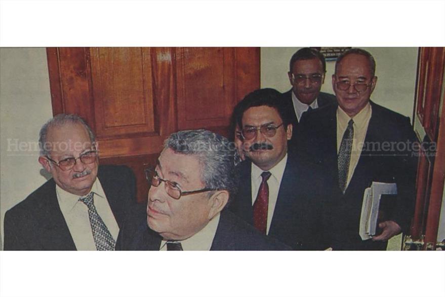 13/6/2003 Magistrados del TSE salen de la sesión luego de denegar el recurso del FRG. (Foto: Hemeroteca PL)