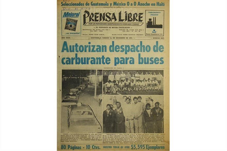 El 1 de diciembre de 1973 se publicó nota sobre autorización para surtir de combustibles a 701 buses urbanos. La crisis de combustibles llegó hasta la Navidad de ese año. (Foto: Hemeroteca PL)
