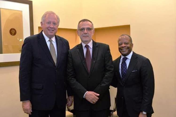 Thomas Shannon junto a Iván Velásquez, jefe de la Cicig y Todd Robinson, embajador de Estados Unidos en Guatemala. (Foto Prensa Libre: Hemeroteca PL)