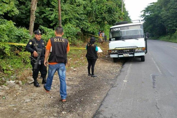 Unidad de transporte en la que murió baleado un usuario, en Coatepeque. (Foto Prensa Libre: Alexánder Coyoy).