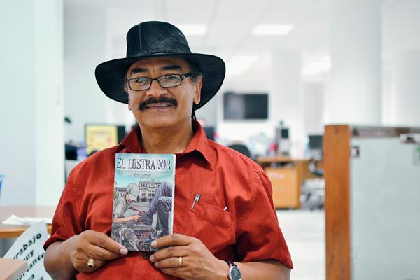 René Corado estuvo en Guatemala en junio pasado para presentar su libro. (Foto Prensa Libre: Hemeroteca PL)