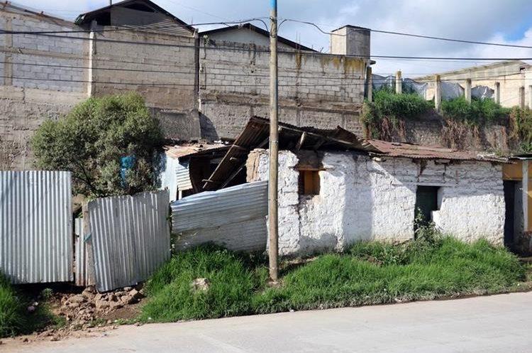 Una de las viviendas que sufrieron severos daños en la zona 10 de Xela. (Foto Prensa Libre: Carlos Ventura)