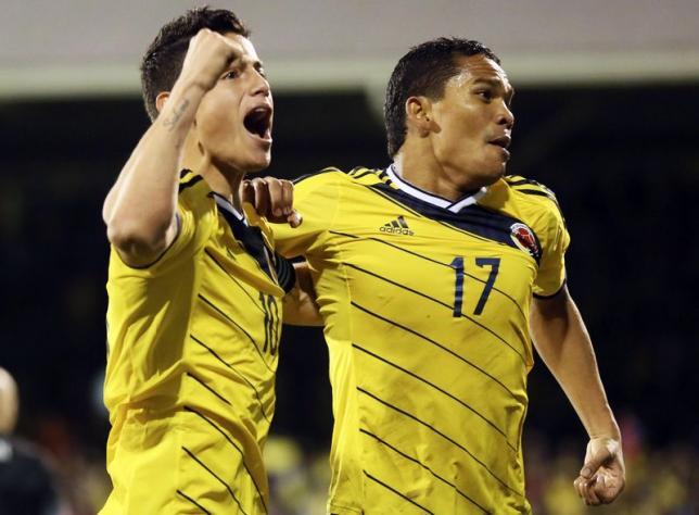 James Rodríguez y Carlos Bacca comparten emociones defendiendo a la selección colombiana. (Foto Prensa Libre: Hemeroteca PL)
