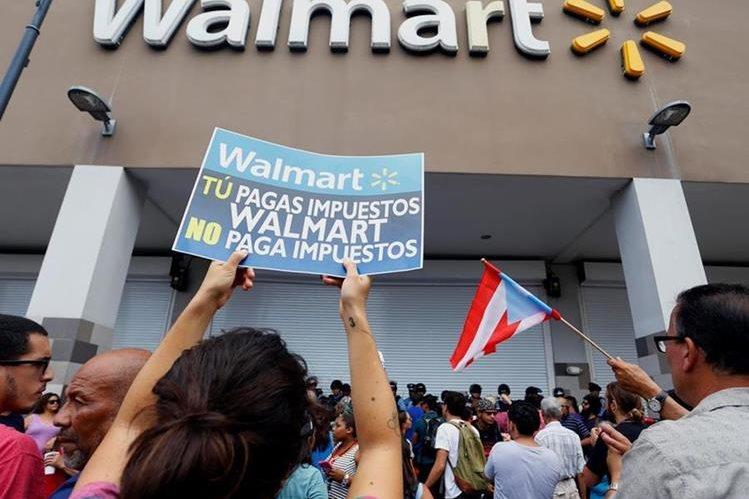 Las protestas obligaron a la empresa a cerrar una de sus tiendas. (Foto Prensa Libre: EFE)