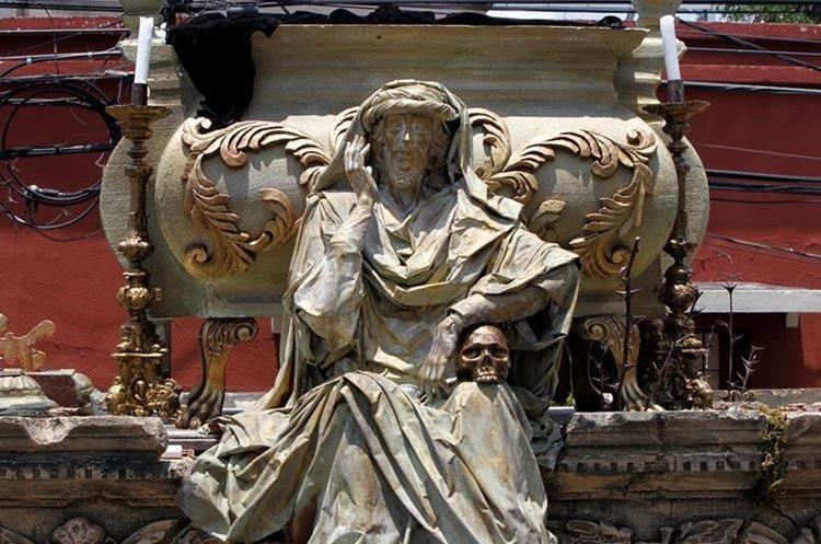 Detalle de la parte delantera derecha del anda, que hace referencia al juicio final. (Foto Prensa Libre: Paulo Raquec)
