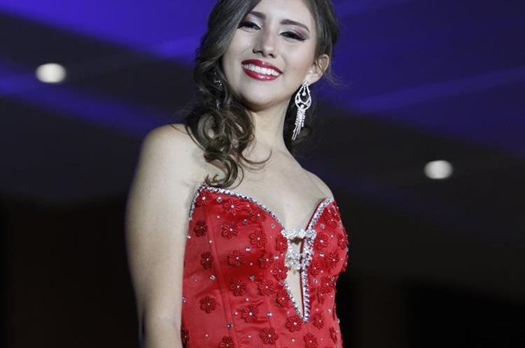 Cada uno de los vestidos fue hecho a la medida para las concursantes. (Foto Prensa Libre: Paulo Raquec).