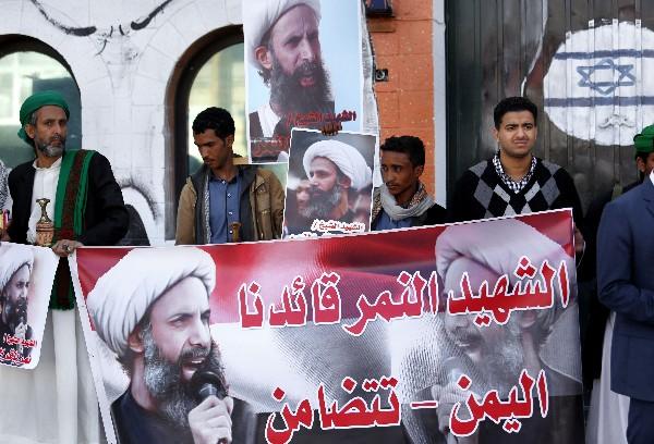 Ciudadanos afines a las fuerzas rebeldes de los hutíes se manifiestan en Sana,Yemen.