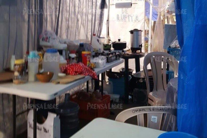 En Mariscal Zavala, el exjefe de la SAT, Omar Franco, abrió un restaurante típico que atiende a los internos y sus familias.