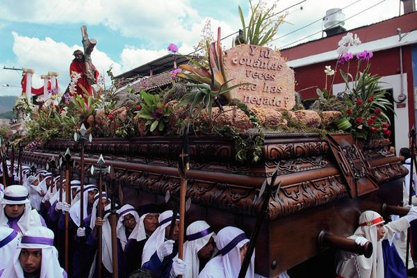 Procesión de Jesús Nazareno de la Merced recorre Antigua Guatemala, Sacatepéquez. (Foto Prensa Libre: Miguel López)
