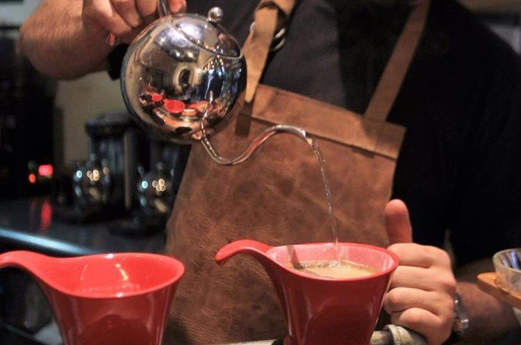En Rojo Cerezo podrá degustar diferentes fincas de café cada semana para encontrar su favorita. (Foto Prensa Libre: Anna Lucía Ibarra).