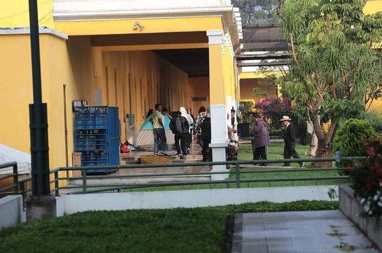 Los maestros tomaron por más de un día las instalaciones del Ministerio de Educación en la zona 10. (Foto Prensa Libre: Hemeroteca PL)