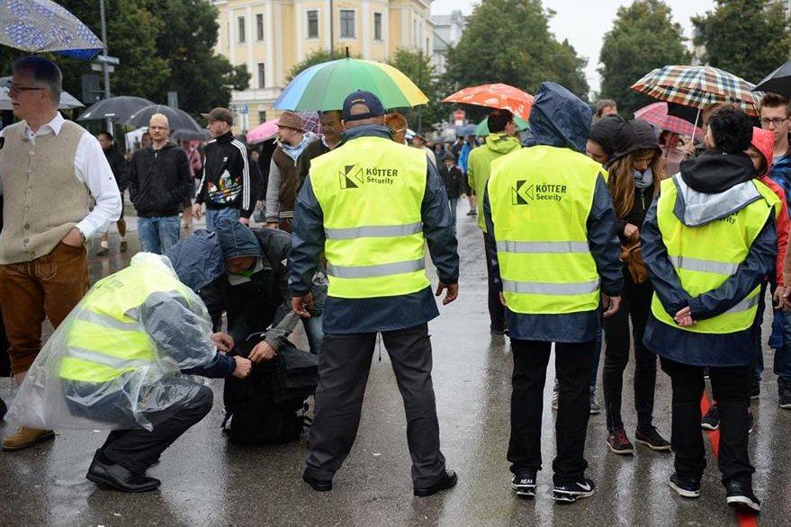 Medidas inéditas de seguridad en festival cervecero. (Foto Prensa Libre: AP)
