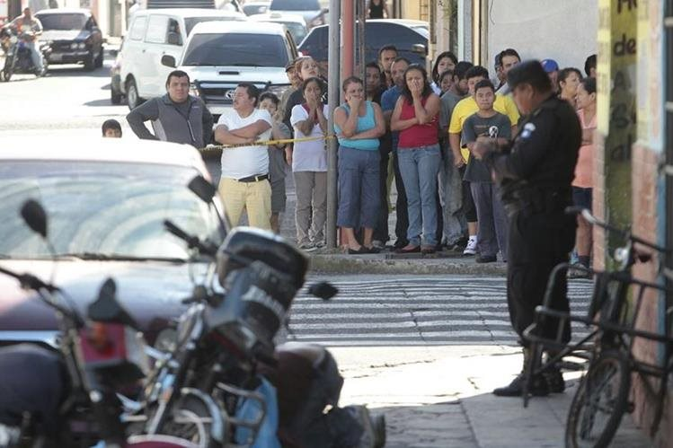 Erick Eduardo Higueros Solares, proppietario de un taller electromecánico, murió baleado en la 31 avenida y 27 calle de la colonia Santa Ana, zona 5 (Foto Prensa Libre: Erick Avila).
