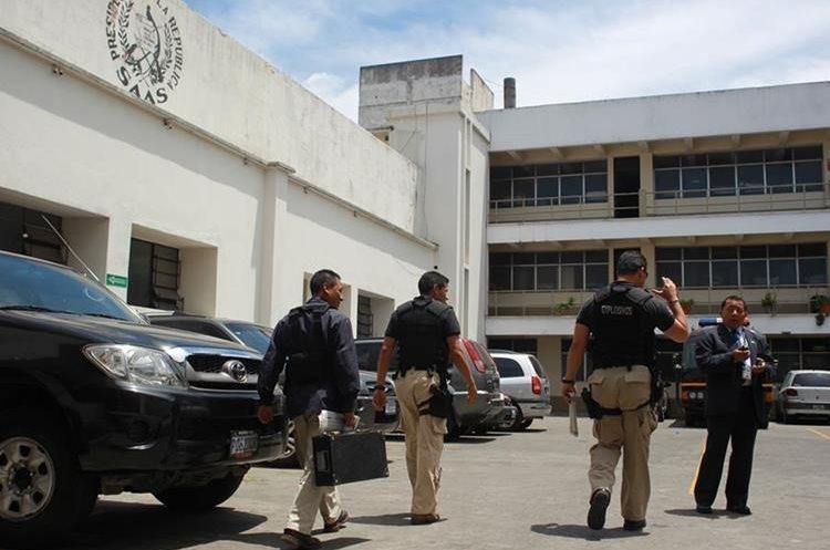 Agentes de la Secretaría de Asuntos Administrativos y de Seguridad (SAAS). (Foto Prensa Libre: HemerotecaPL)
