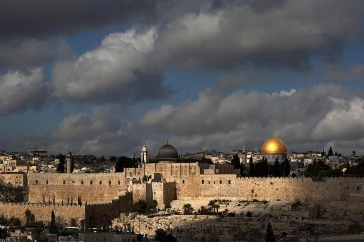 El calor azota Israel desde hace varios días. (Foto Prensa Libre:AP).
