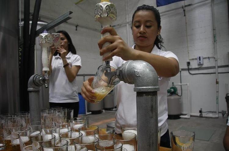 Antigua Cerveza es la primera que se instituye en la ciudad colonial. (Foto Prensa Libre: Renato Melgar)