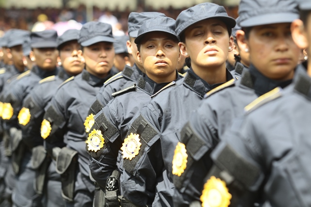 Agentes de la Policía Nacional Civil se presentan ante autoridades. En la región esta institución es mal calificada. (Foto Prensa Libre: Hemeroteca PL)