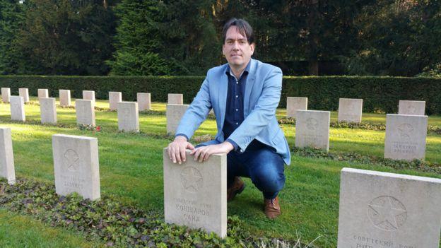 Remco Reiding logró rastrear a los familiares de 200 de los 865 soldados soviéticos enterrados en Amersfoort.