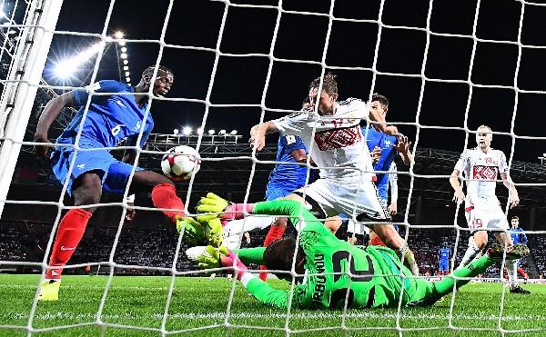 Francia no pasó del empate sin goles contra    Bielorrusia en el inicio de la eliminatoria. (Foto Prensa Libre: AFP).