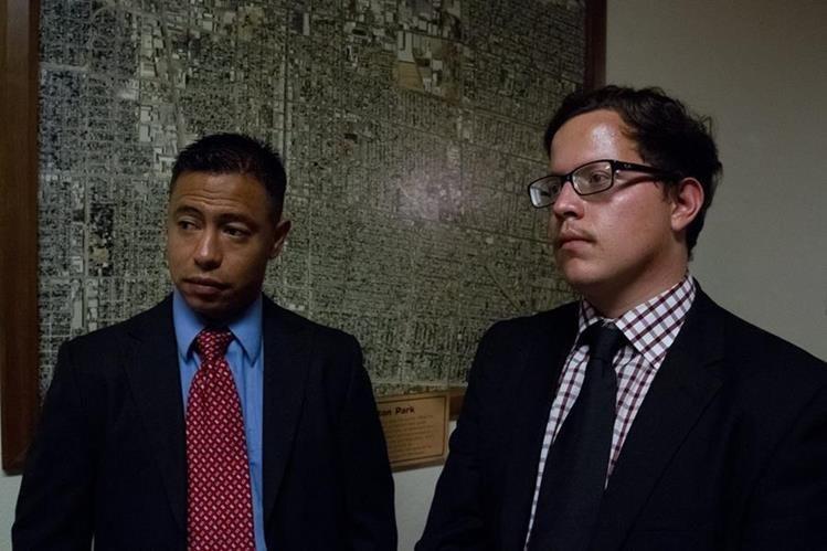 Julian Zatarain (d) y Francisco Medina (i), inmigrantes mexicanos indocumentados. (Foto Prensa Libre: EFE)