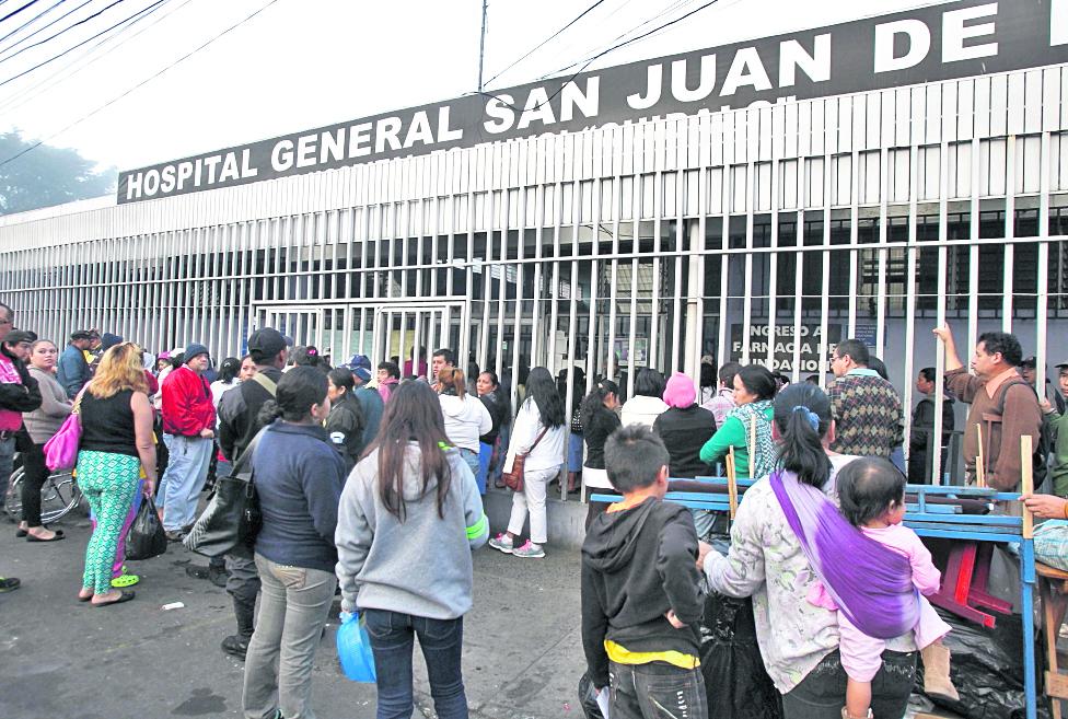 En el Hospital General San Juan de Dios unos 500 pacientes oncológicos se ven afectados por el desabastecimiento de medicamentos para la aplicación de quimioterapias. (Foto Prensa Libre: Hemeroteca)