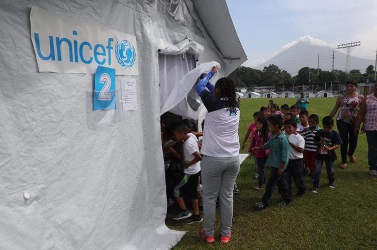 Las carpas fueron donadas por Unicef. (Foto Prensa Libre: Estuardo Paredes)