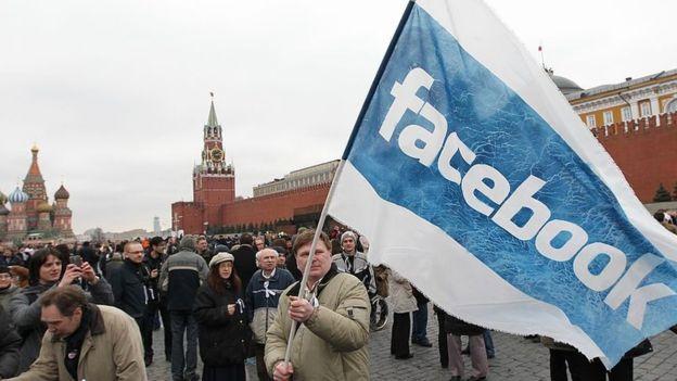 Facebook dice que algunas de las campañas con cuentas falsas pudieron haberse originado desde Rusia. (GETTY IMAGES)
