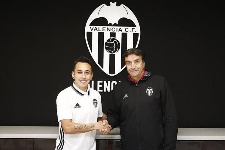 El chileno Fabián Orellana fue presentado como nuevo jugador del Valencia CF. (Foto Prensa Libre: Valencia CF)